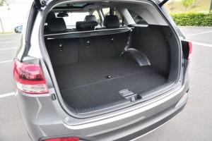 Extrem viel Kofferraum fürs Geld- und eine dritte Sitzbank passt auch noch rein. Foto: Bernd Schoelzchen