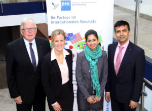 Dr. Walter Lohmeier (IHK-Hauptgeschäftsführer) mit Ann-Catherine Krauss, vom India Desk des IHK-Teams International, Dr. Kasturi Dadhe (Education Officer & Secretary to Consul General) und dem indischen Generalkonsul Raveesh Kumar. Foto: IHK Kassel-Marburg