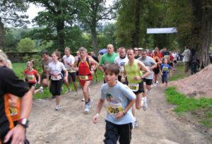 Start einer Läufergruppe beim Sababurger Tierparklauf. Foto: nh