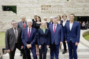 Gemeinsam eröffneten Vertreter aus Politik, Wirtschaft und Kultur die Grimmwelt auf dem Weinberg. Foto: Mario Zgoll