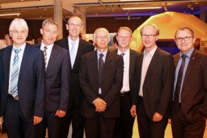 Prof. Dr. Clemens Hoffmann (Fraunhofer IWES), Holger Schach (Regionalmanagement Nordhessen), Thomas Weber (EAM), Prof. Dr. Ludwig Brabetz (Universität Kassel), Dr. Gerd Stöhr (Volkswagen), Dr. Thorsten Ebert (Kasseler Verkehrs-Gesellschaft) und Dr. Rainer Waldschmidt (HA Hessen Agentur) (v.l.). Foto: nh