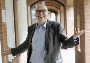Gut gelaunter Mittfünfziger: Professor Wolfgang Schroeder, Politikwissenschaftler an der Kasseler Uni. Foto: Mario Zgoll