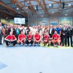 Die Vertreter der nordhessischen Mobilitätswirtschaft posieren vor dem Spitzenspiel der MT Melsungen gegen die SG Flensburg-Handewitt fürs Foto. Foto: Alibek Käsler