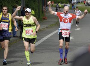 Klasse Stimmung an der Strecke: Da haben auch die Marathonis Spaß.
