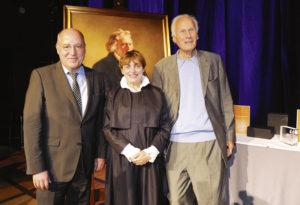 Laudator Gregor Gysi (Mitglied des Deutschen Bundestages), Preisträgerin Katharina Thalbach und Eberhard Schöck (Eberhard-Schöck-Stiftung) Foto: Harry Soremski