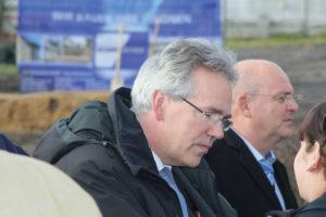 Dipl.-Ing. Ulf Müller (Bildmitte), Geschäftsführer des Bauunternehmens Carl Schumacher GmbH. Foto: Hans Martin Krause