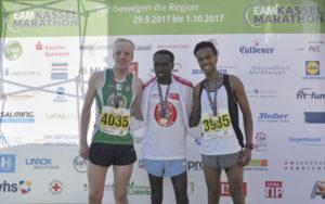 Pfeilschnelles Siegertrio im Halbmarathon (v.l.): Zweiter und Marathon-Coverboy Jens Nerkamp, Sieger Chalachew Tiruneh, Dritter Ylias Iman.