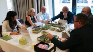 Auf dem Programm des 28. DZOI-Jahreskongresses Anfang Juni in Kassel stehen die beliebten Table Clinics, bei dem die Teilnehmer sich direkt über die Neuigkeiten austauschen können. Foto: DZOI