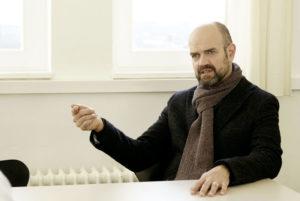 Dr. Dirk Pörschmann im Gespräch mit Jérôme. Foto: Mario Zgoll