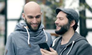 Samuel und Carsten Waldeck (v.l.) haben mit ihrem Start-Up schon einen Nachhaltigkeitspreis gewonnen. Foto: Shift GmbH