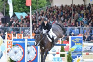 Top-Reiter mit ihren Pferden und volle Zuschauerränge: So erleben Tausende alljährlich das CSI*** Spangenberg. Foto: CSI*** Spangenberg