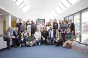 Die 15 Nachwuchswissenschaftler und ihre Betreuer während des ersten Netzwerkevents in Sheffield. Foto: Universität Kassel
