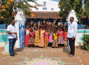 Freundlicher Empfang von Kindern im Waisenhaus, in dem auch Paul Shindhe (links im Bild) aufgewachsen ist. Fotos: Reinhold Hocke/Franz-Bernd Frechen